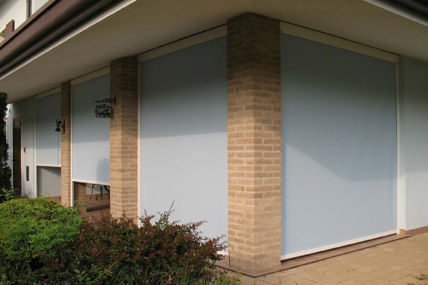 retractable vertical screen awnings